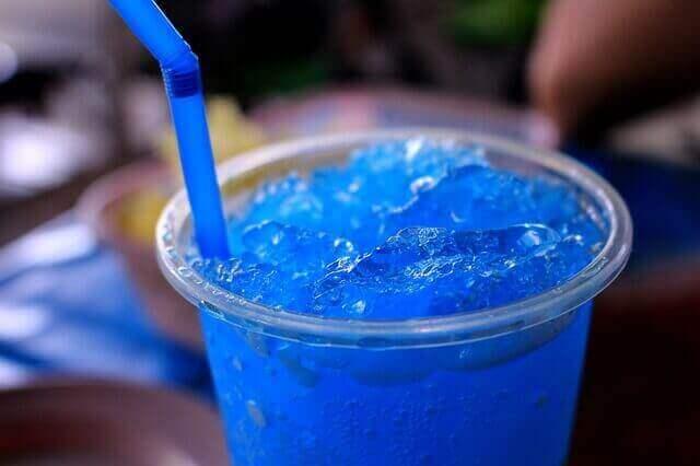 綺麗な青色がそそるブルーキュラソーを使ったカクテル3選!