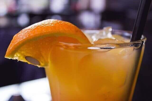フルーツの香りはじけるカクテル!ファジーネーブルのレシピ&アイデア