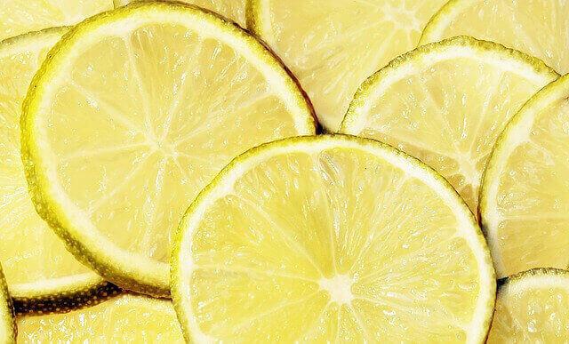 カクテルに搾りたての果汁を!フルーツを搾る・潰す道具3選